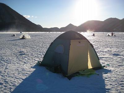 榛名湖ワカサギ釣りのテント