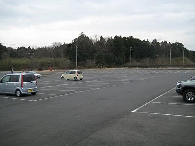 ガラガラの駐車場