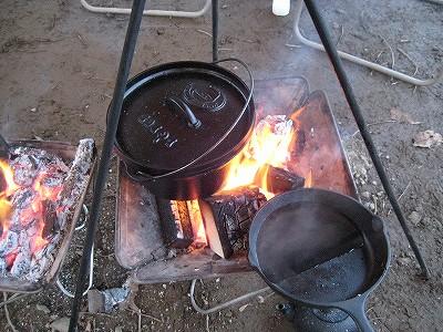 今回使ったダッチオーブンとスキレット