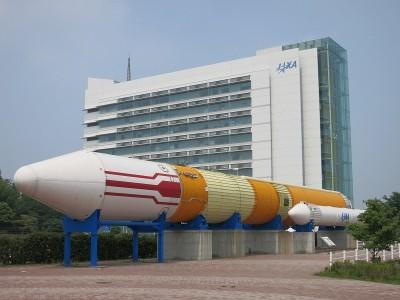筑波宇宙センター展示エリアにあるH-IIロケット