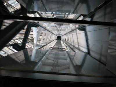 展望回廊へのエレベーター