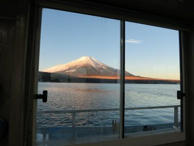 ドーム船から見た富士山