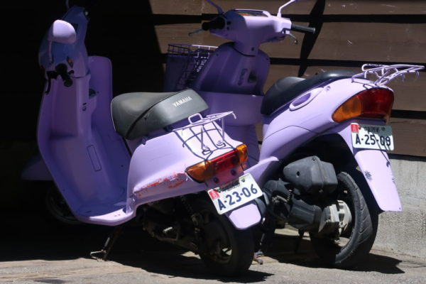 ラベンダー色のバイク