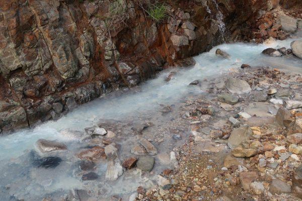 万座温泉の川