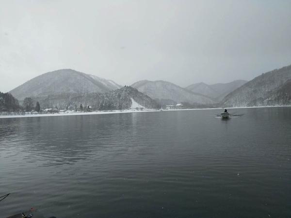 雪の桧原湖