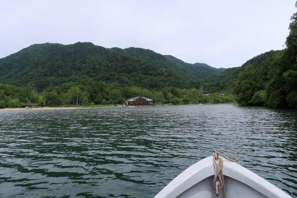 湯ノ湖でボート釣り