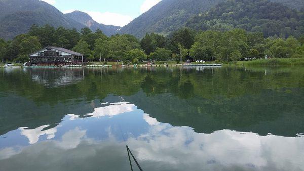べた凪の湯ノ湖