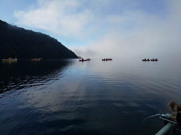 早朝の芦ノ湖