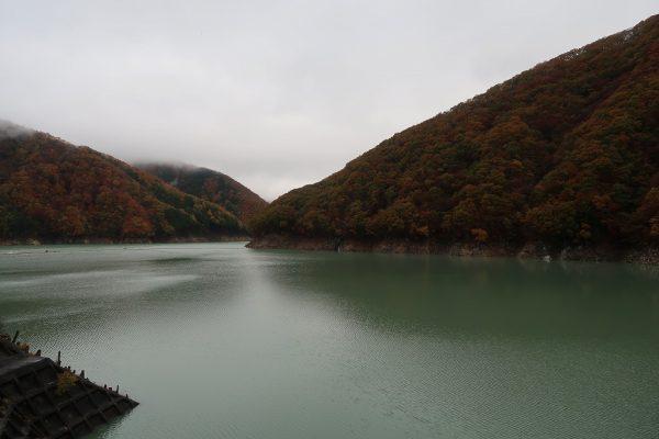 湯西川ダムの紅葉